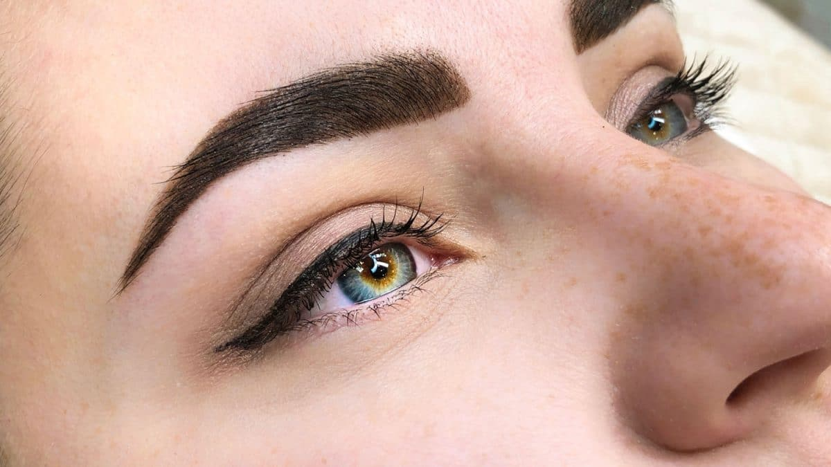 brows with henna